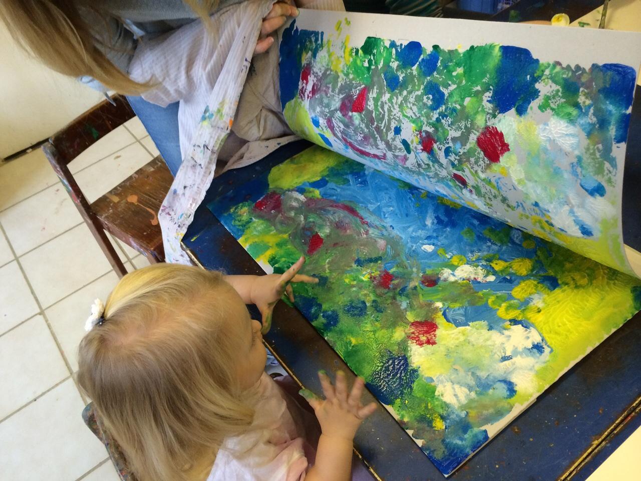 Spielgruppe beim malen