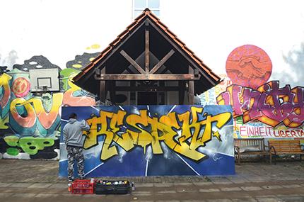 Krea Graffiti im Innenhof
