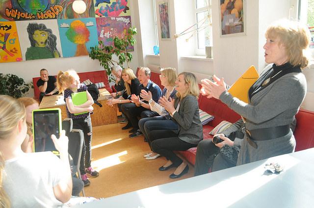 Ministerin Kampmann bei einer unseren vielen Vorführungen in der Kreativitätsschule Berg. Gladbach