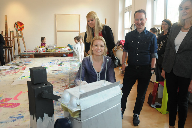 Ministerin Kampmann in unserer Kunstwerkstatt der Kreativitätsschule Berg. Gladbach